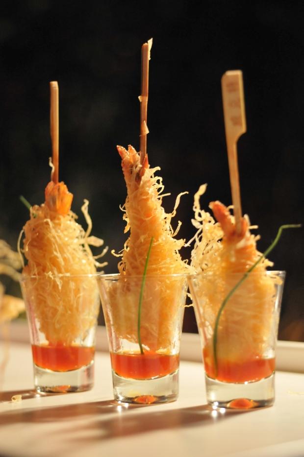 Camarão com kataifi e molho de pitanga