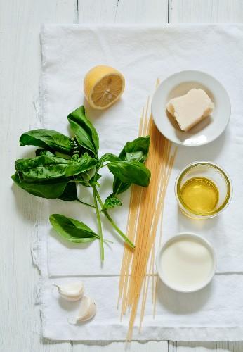 macarrao-manjericao-queijo